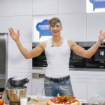 Michał Baryza gotuje dla mamy